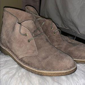 Size 8 women's Clark desert boots